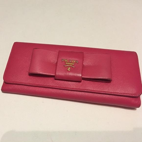 889b9bbdf343 ... coupon prada pink fiocco saffiano bow envelope wallet 0d6a0 e9c79